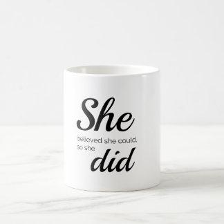 Taza De Café Ella creyó que ella podría así que ella hizo