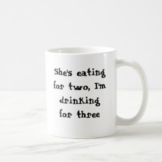 Taza De Café Ella está comiendo para dos, yo está bebiendo para
