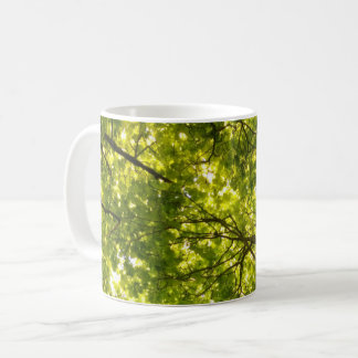 Taza De Café Encima en del árbol