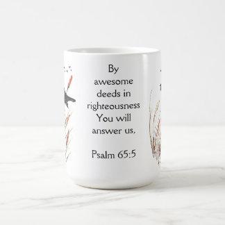 Taza De Café Escritura de la biblia del 65:5 del salmo usted