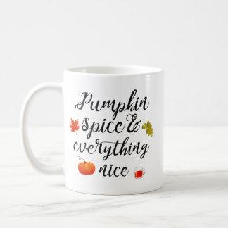 Taza De Café Especia y todo de la calabaza agradables