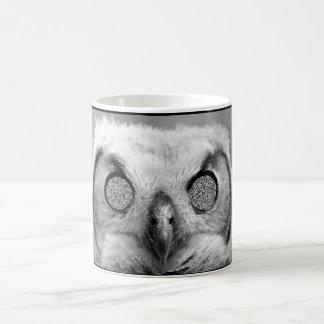 Taza de café espeluznante del búho