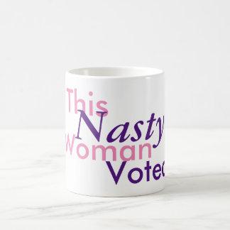 Taza De Café Esta mujer desagradable votada. Hillary 2016
