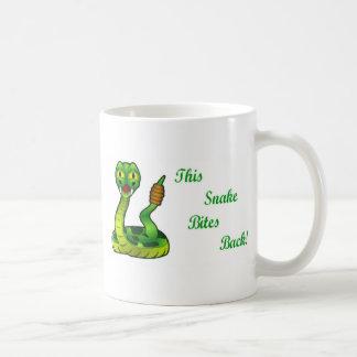 Taza De Café Esta serpiente muerde divertido trasero