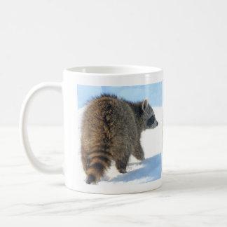 Taza De Café Excursión del mapache del invierno
