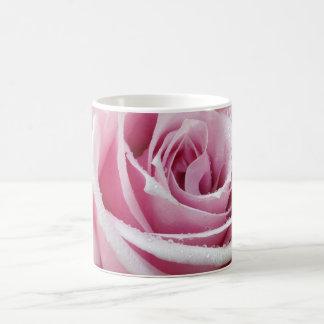 Taza de café floral color de rosa rosada