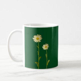 Taza De Café Flores de la margarita en el fondo verde - verano