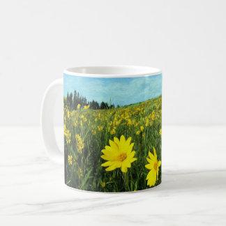 Taza De Café Flores en un campo