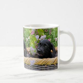 Taza De Café Foto negra linda del mascota del perrito del perro