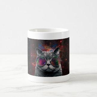 Taza De Café Gafas que llevan del gato del espacio delante de