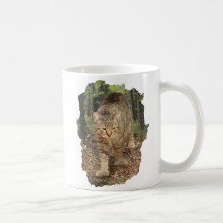 Taza De Café Gato de Bob del duendecillo que camina en maderas