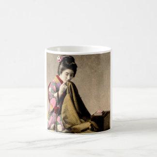 Taza De Café Geisha japonés del vintage que cose un kimono
