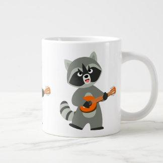 Taza De Café Gigante Mapache lindo del dibujo animado que toca el banjo