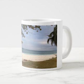 Taza De Café Gigante Playa de la isla del carabao