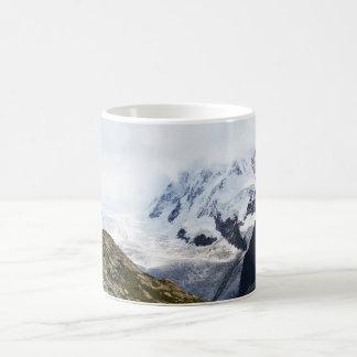 Taza De Café Glaciar grande en las montañas suizas