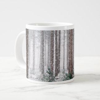 Taza De Café Grande Árboles de pino Nevado