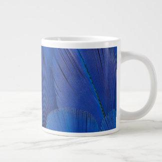 Taza De Café Grande Diseño azul de la pluma del Macaw del jacinto