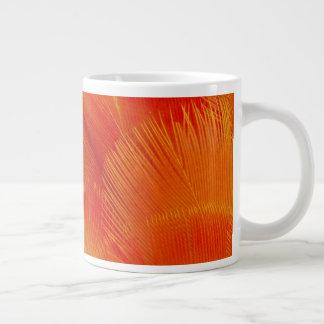 Taza De Café Grande Extracto anaranjado de la pluma del Macaw de