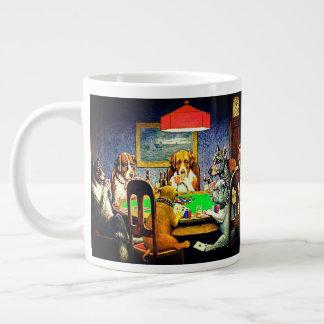 Taza De Café Grande Perros que juegan el póker un amigo en necesidad