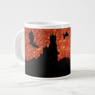 Taza De Café Grande Purpurina de la salida del sol, dragón, castillo