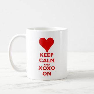 Taza De Café Guarde la calma con los abrazos y los besos