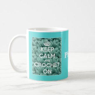 Taza De Café Guarde la calma y Crochet en azul