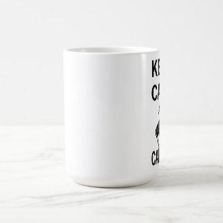 Taza De Café Guarde la calma y el Carrion