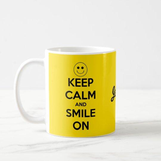 Taza De Café Guarde la calma y sonría en amarillo