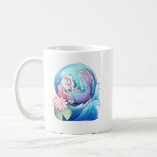 Taza De Café Hacia fuera en el mar