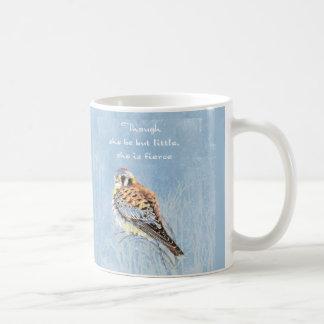 Taza De Café Halcón pequeño pero feroz del cernícalo del pájaro