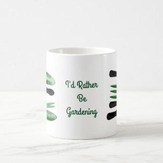 Taza De Café Herramientas que cultivan un huerto verdes