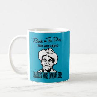 Taza De Café Imagen de Ronal Reagan que lleva un gorra de