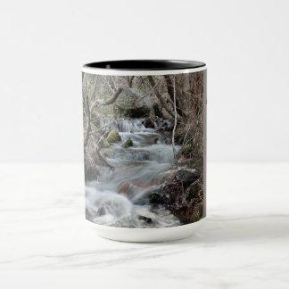 Taza de café inspirada de la cascada