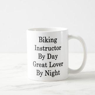 Taza De Café Instructor Biking del gran amante del día por