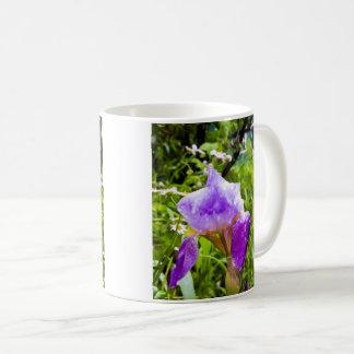 Taza De Café Iris púrpura con descensos del agua