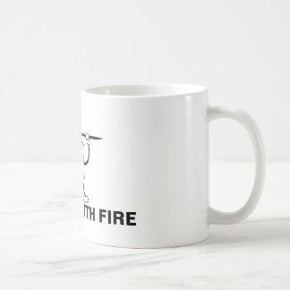 Taza De Café Jugado con el fuego