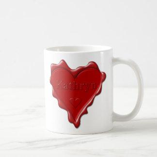 Taza De Café Kathryn. Sello rojo de la cera del corazón con