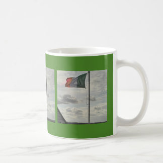 Taza De Café La bandera de Irlanda de la mosca dondequiera