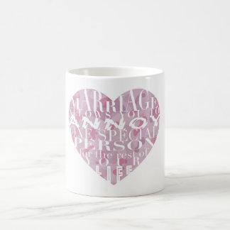 Taza De Café La boda, permite que usted moleste (camo rosado) -