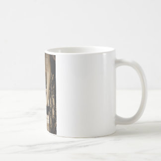 Taza De Café La criada del ramo de la sepia del honor le