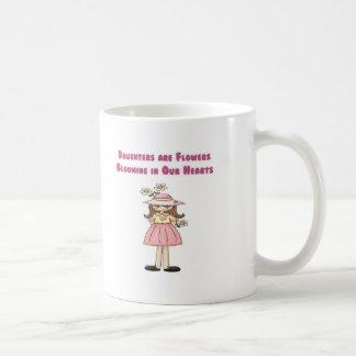 Taza De Café Las hijas son flores que florecen en nuestros