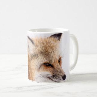 Taza de café linda de la cara del zorro