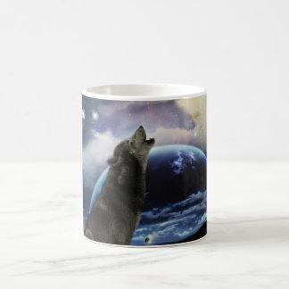 Taza De Café Lobo que grita en la luna