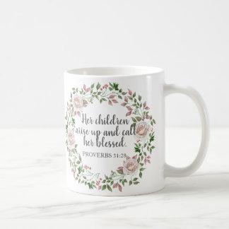 Taza De Café Los proverbios 31 sus niños la llaman bendecida