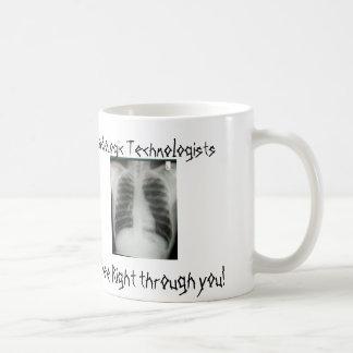Taza De Café Los tecnólogos radiológicos ven a la derecha a