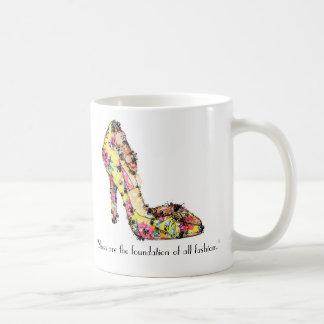 """Taza De Café Los """"zapatos son la fundación de toda la moda. """""""