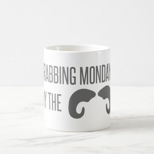 Taza De Café ¡Lunes que asen por los cuernos!