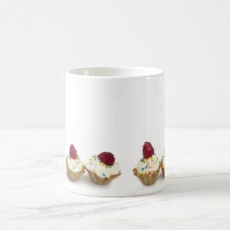 Taza De Café magdalenas con las frambuesas
