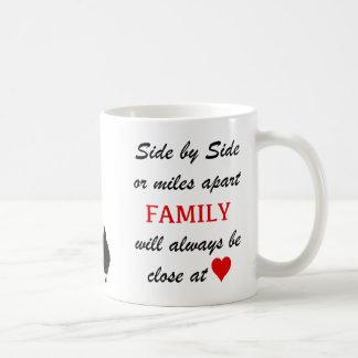Taza De Café millas aparte pero cercano en el corazón