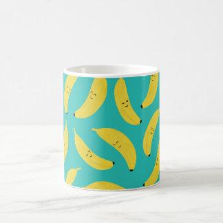 Taza De Café Modelo lindo de la fruta de los plátanos felices